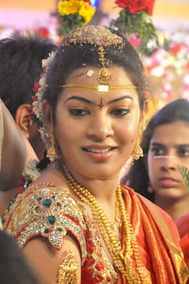 Tollywood-Cinema-Singer-Geetha-Madhuri-Wedding-look