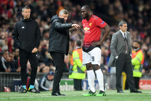 Ole Gunnar Solskjaer, Manager of Manchester United speaks with Romelu Lukaku of Manchester United during the UEFA Champions League Quarter Final first leg match between Manchester United and FC Barcelona at Old Trafford on April 10, 2019 in Manchester, England