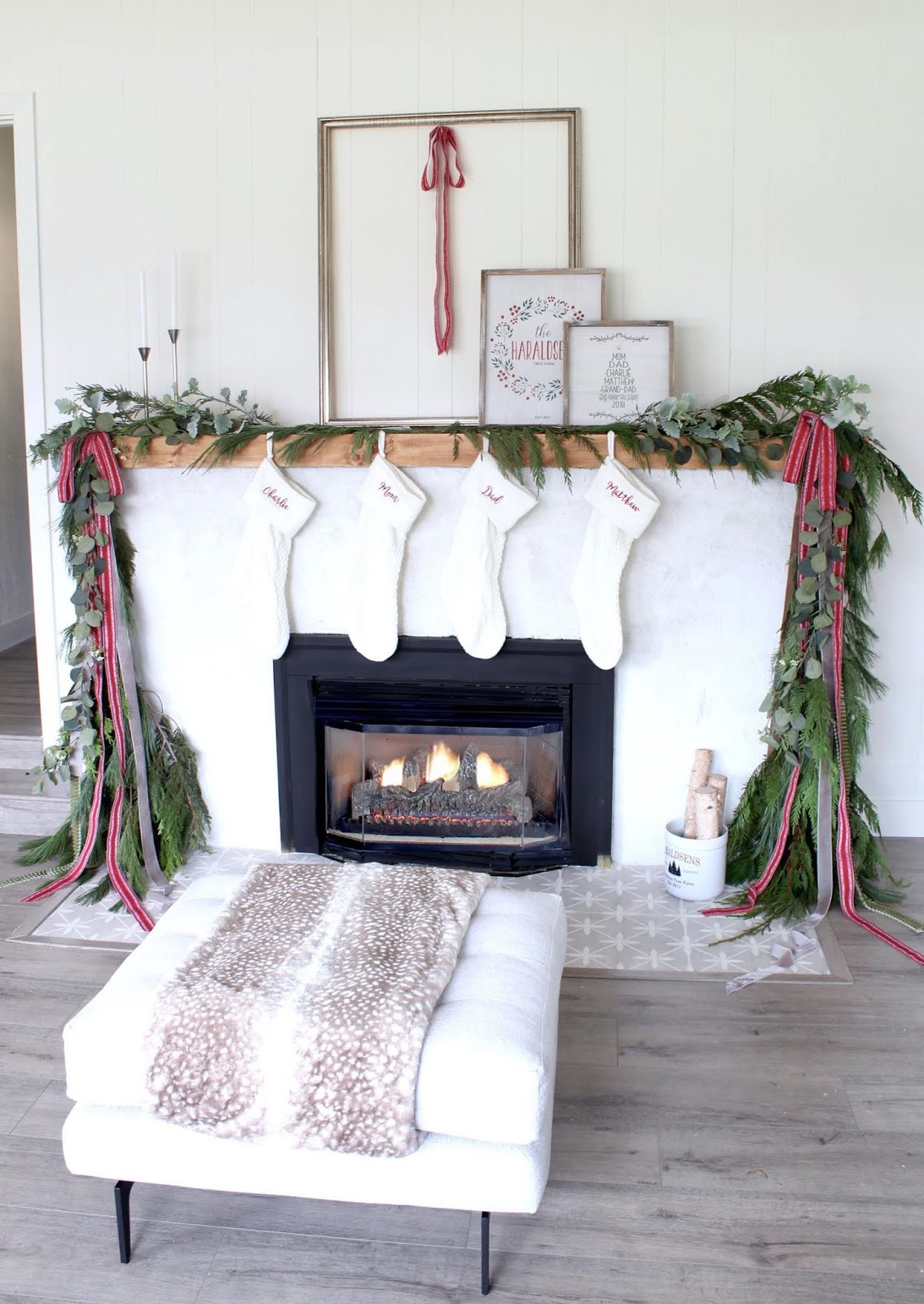 Modern-Holiday-Mantel-ideas-harlow-and-thistle-11