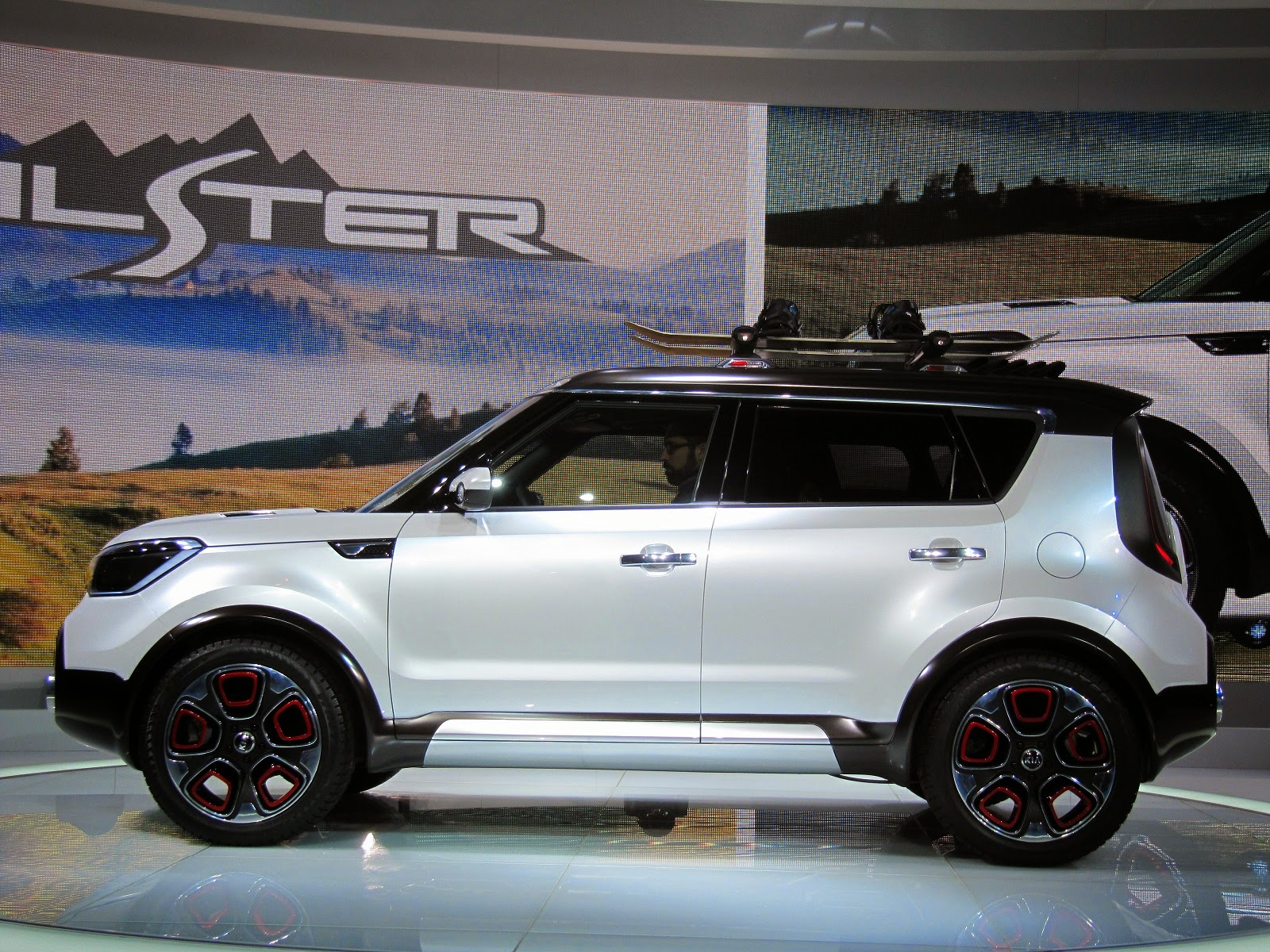 The Kia Soul Trail Ster E Awd Turbo Concept Press Introduction Exterior Pics