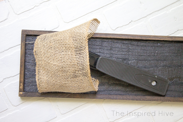 DIY wall planter. Perfect idea for the modern farmhouse kitchen! Tutorial on how to make a wooden wall planter with black and wood tones plus burlap ribbon and galvanized metal accents.