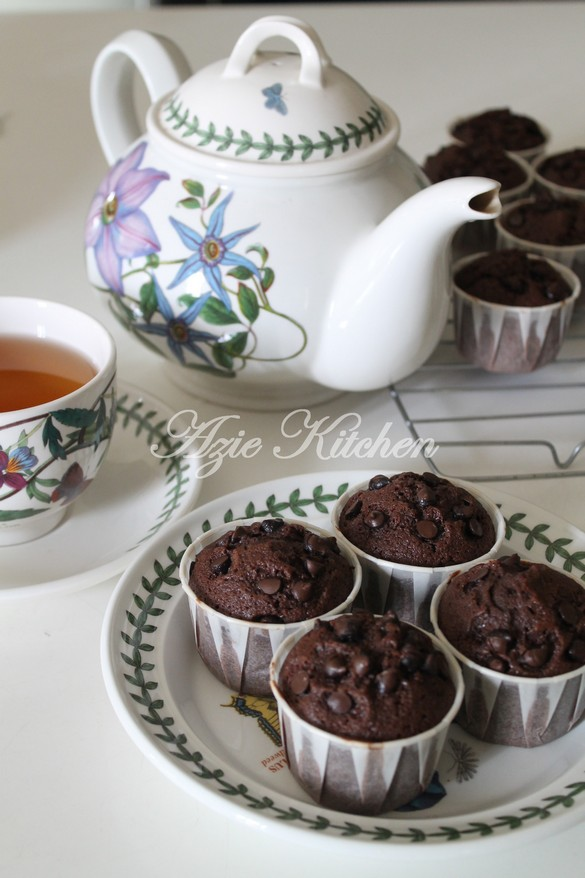 Super Easy Rich Chocolate Chips Muffin