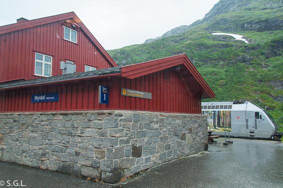 Estacion de Myrdal para el tren de Flam. El tren de Flam y la excursion Norway in a nutshell