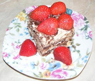 Tiramisu cu capsuni reteta de casa cu oua piscoturi mascarpone zahar cacao cafea retete prajitura desert tort,