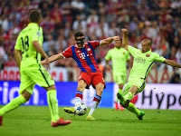 Robert Lewandowski hits Bayern's second agaisnt Barcelona