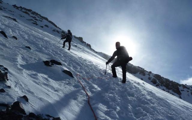 Escalar montaña