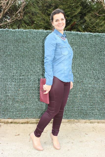 chemise en jean Pimkie, manteau blanc naf naf, pantalon enduit prune