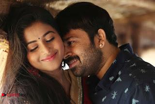 M Kayiru 2 Tamil Movie Gallery  0020.jpg