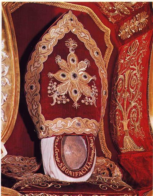 Relíquia de São Bonifácio venerada na catedral de Fulda, Alemanha.