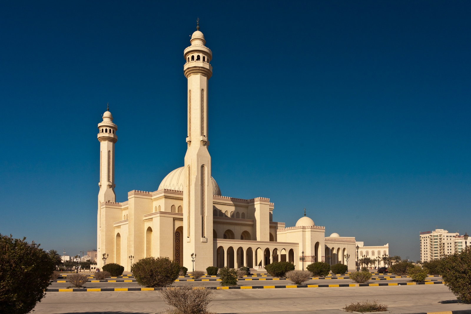 Bahrain: Travel Trip Journey : Al Fateh Grand Mosque Bahrain