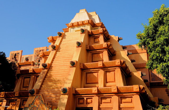 Pirâmide no Pavilhão do México