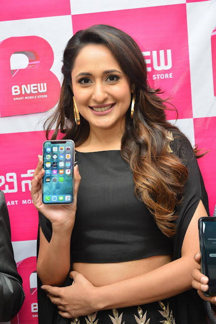 Pragya Jaiswal Stills At B New Mobile Store Launch In Chilakaluripeta