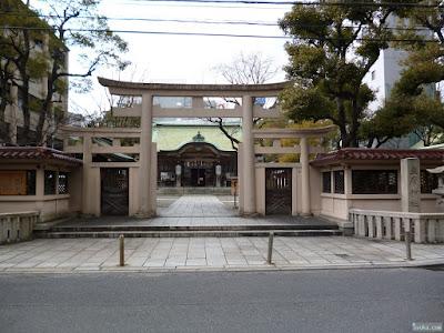 坐摩神社正面入り口
