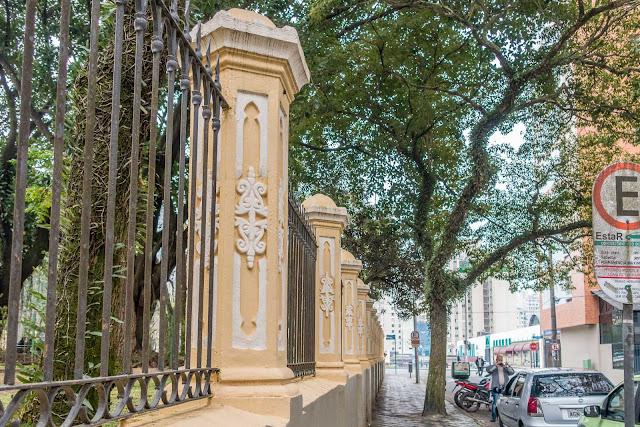 Santa Casa - detalhes do muro