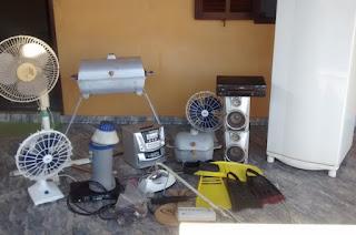 http://vnoticia.com.br/noticia/3075-dois-elementos-detidos-com-material-furtado-de-residencias-em-santa-clara