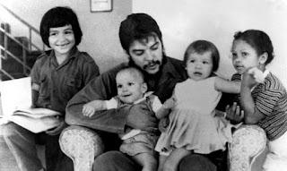 Otra imagen familiar del Che Guevara.