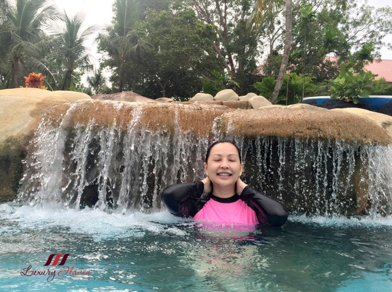 singapore travel blogger bintan lagoon resort waterfall pool