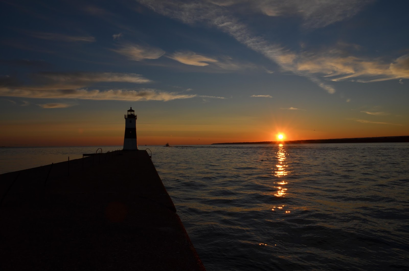 Manifest destiny pa pennsylvania 39 s lake erie lighthouses for Lake erie pier fishing