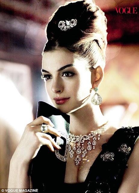 Anne Hathaway breakfasta at tiffanys