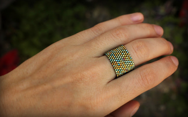 Минималистичное кольцо из бисера. Темно-зелёное кольцо ручной работы