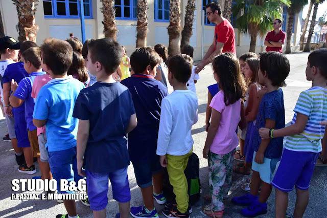 Προχωρούν οι διαδικασίες ώστε να χτυπάει στις 09:00 το πρωινό κουδούνι από το νέο σχολικό έτος