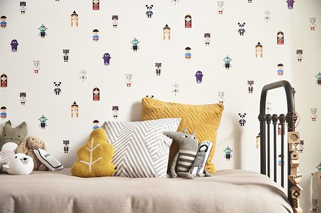 """Imagem de um quarto com o papel de parede """"Magic Wallpaper"""" aplicado."""