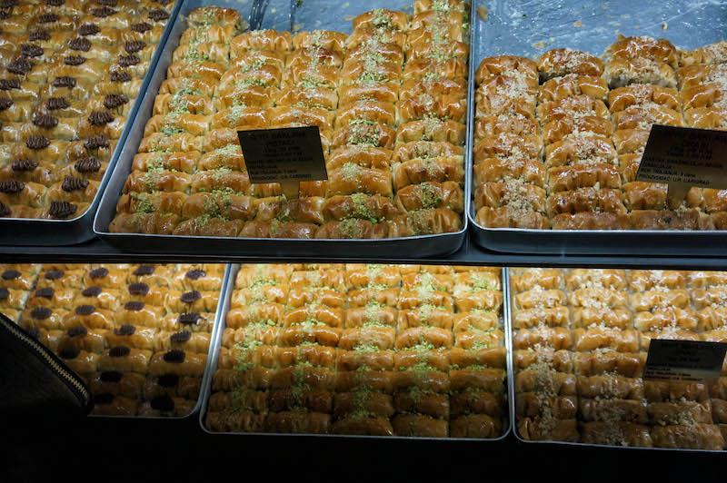 jedzenie w Bośni, jedzenie na Bałkanach, podróż do Bośni, podróż na Bałkany, bałkańskie słodycze, baklava