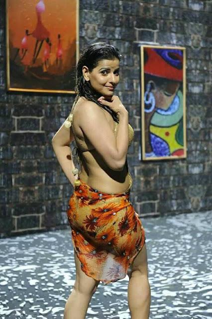 Regina Cassandra hot Wet Bikini Pics, Navel