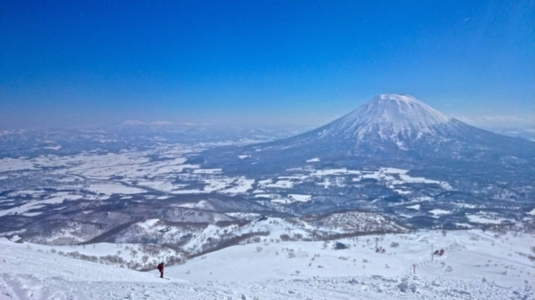 Euriental | fashion & luxury travel | snowboarding at the Hilton Niseko, Japan