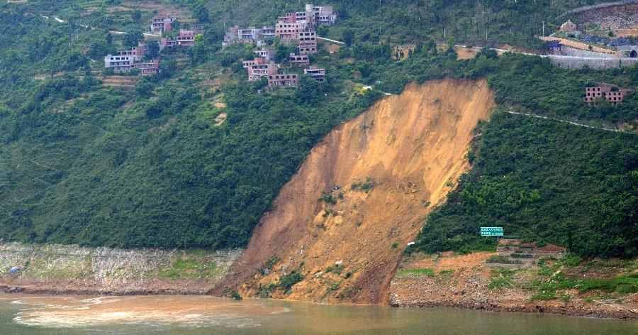 sciency thoughts landslide causes tsunami on the daning