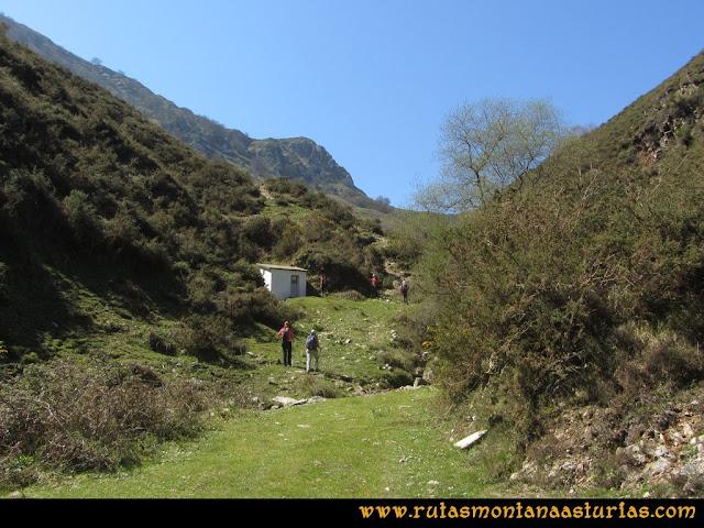 Ruta Ardisana, pico Hibeo: Finaliza la pista, y comienza sendero