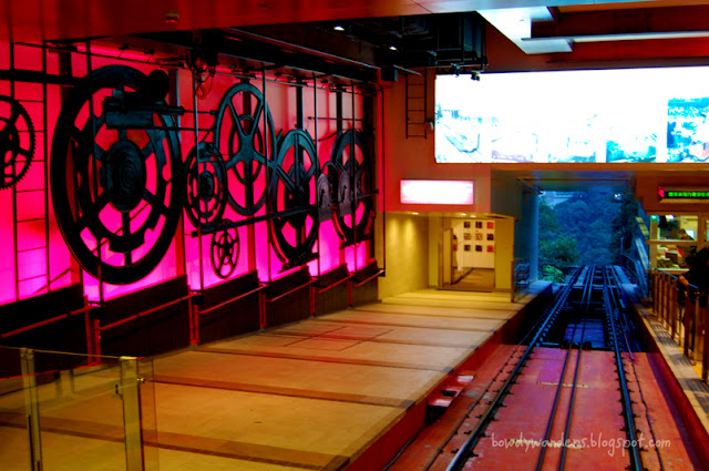 bowdywanders.com Singapore Travel Blog Philippines Photo :: Hong Kong :: When in HK: The Peak Tram in Hong Kong, a Funicular Railway Masterpiece