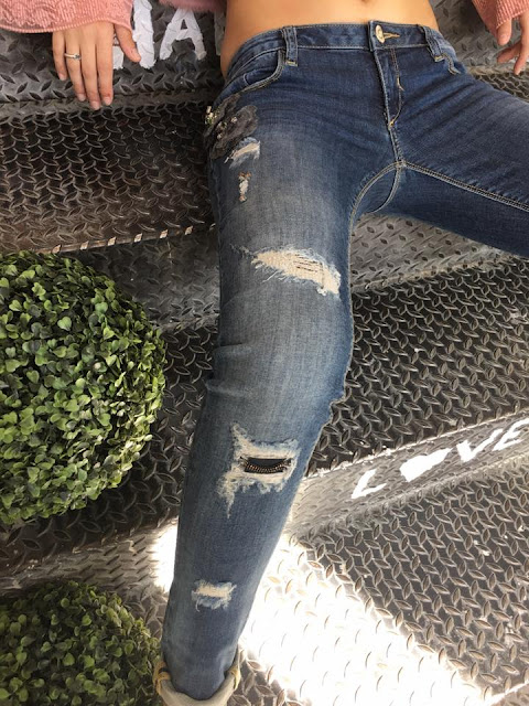 http://www.casualchic.es/es/productos/detalles/tejanos-rotos-desgastados-pitillo-fracomina-/3778