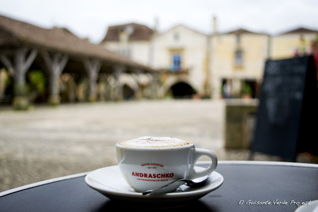 Café en Monpazier - Dordoña Perigord por El Guisante Verde Project