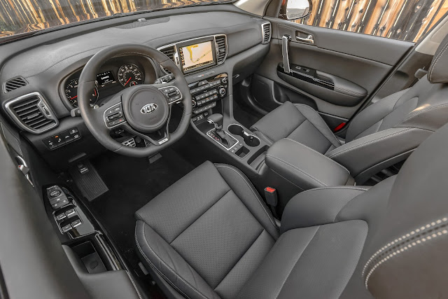 Interior view of 2017 Kia Sportage SX