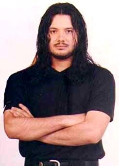 Foto de Jorge Rojas con cabello largo