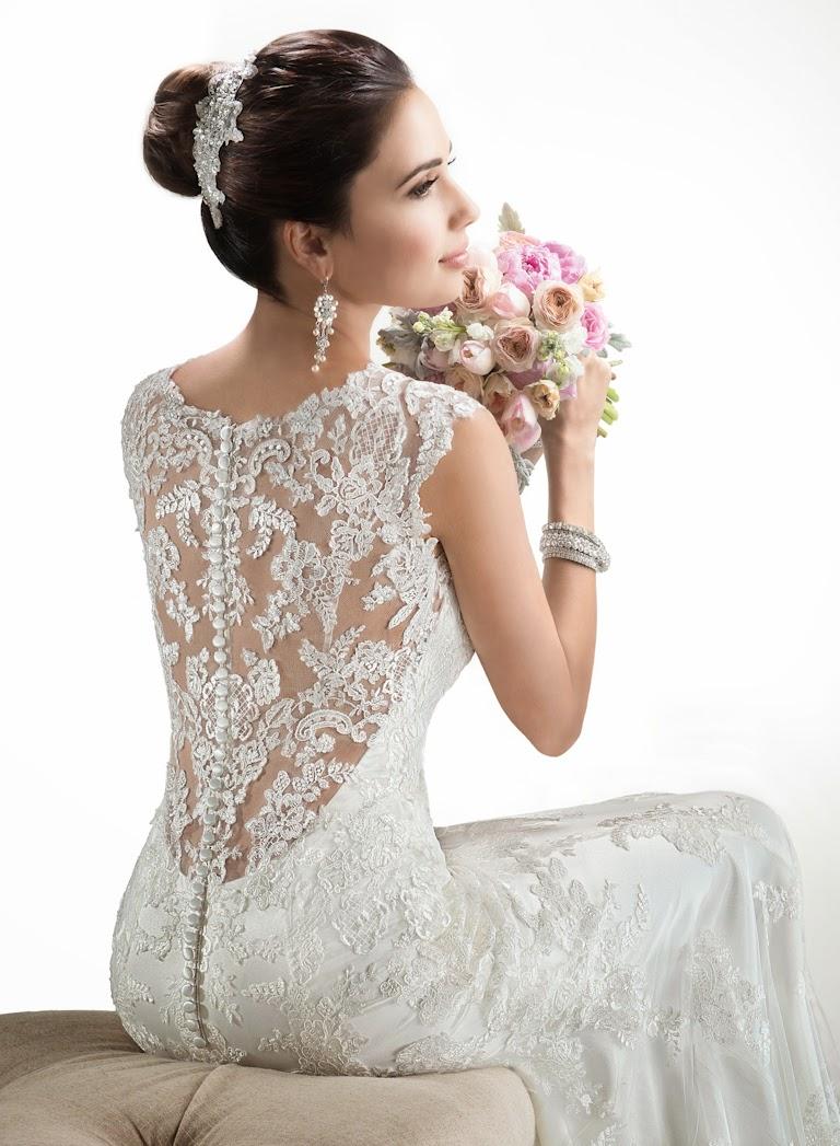 Brautkleid mit schönem Rücken figurbetont. Hochzeitskleid einem bedeckten Rücken aus Spitze..