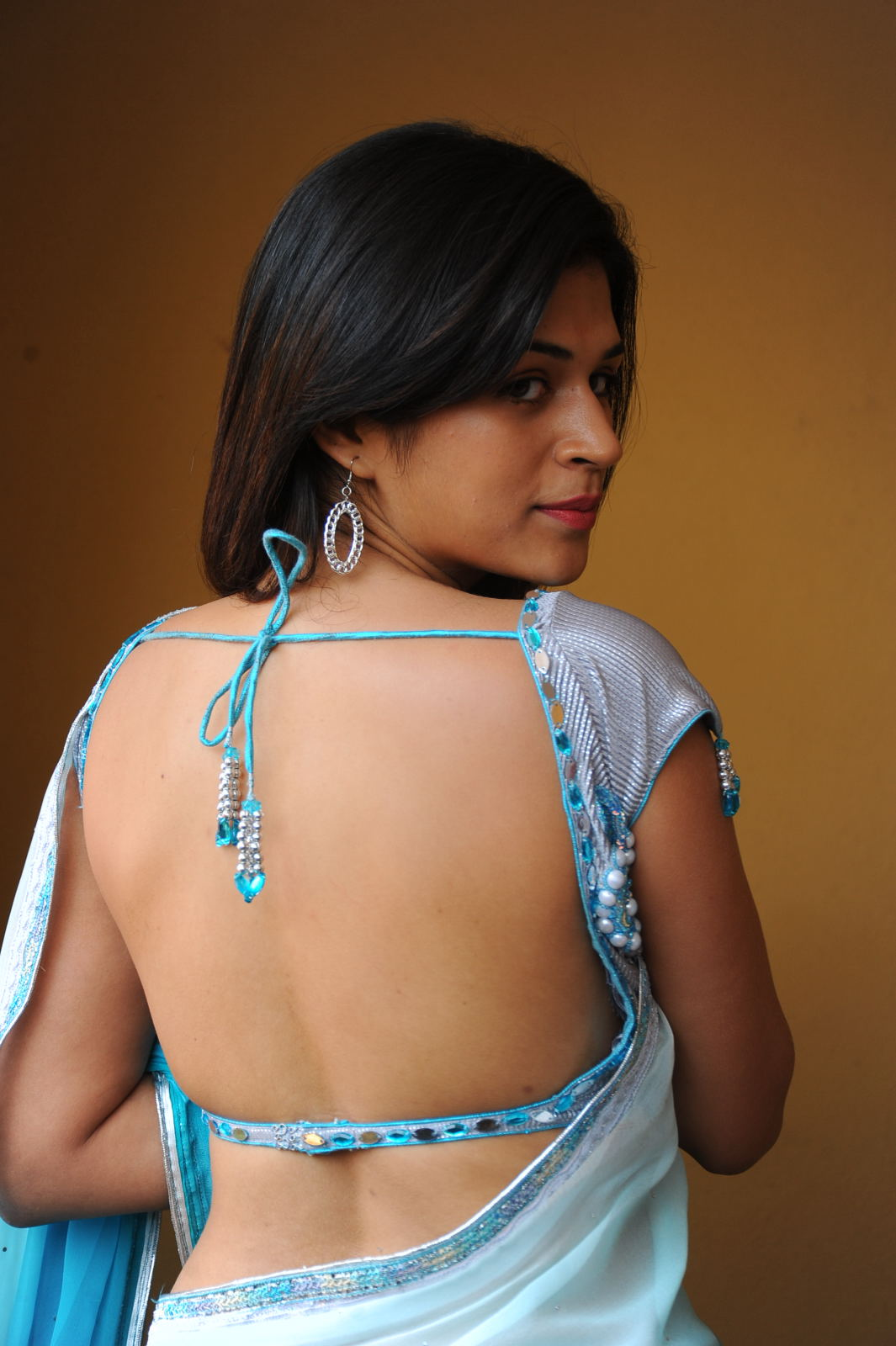 Beautiful Shraddha Das photo gallery in blue saree, backless blouse