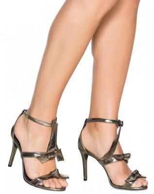 Tendência sandalia salto fino lacos prata velho