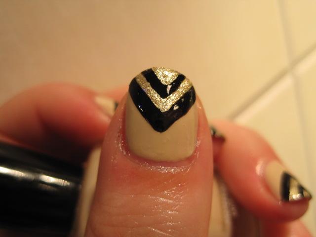 czarno złote paznokcie