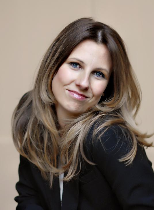 Biodata Amy Pearson