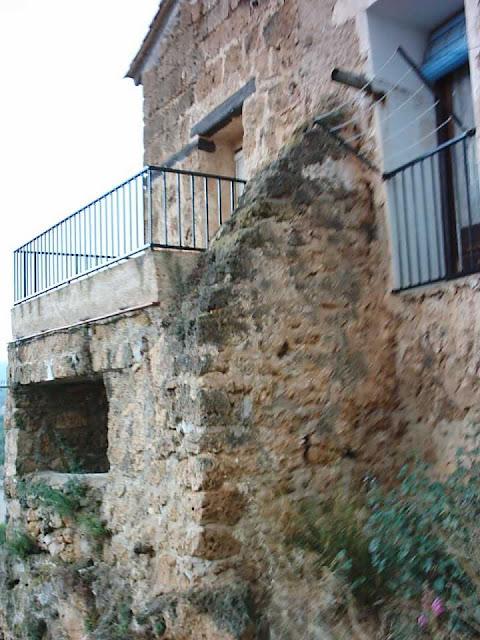 calle Villaclosa, La Botera, Beceite, Beseit, casa Marisol, detalle del balcón con vistas maravillosas.