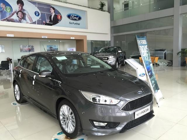 Ford Focus 1.5 Ecoboot 5D rẻ nhất thị trường,