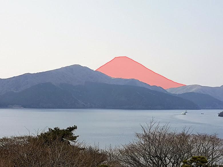 消失的富士山,在能見度良好的天氣裡,紅色區塊為富士山啊