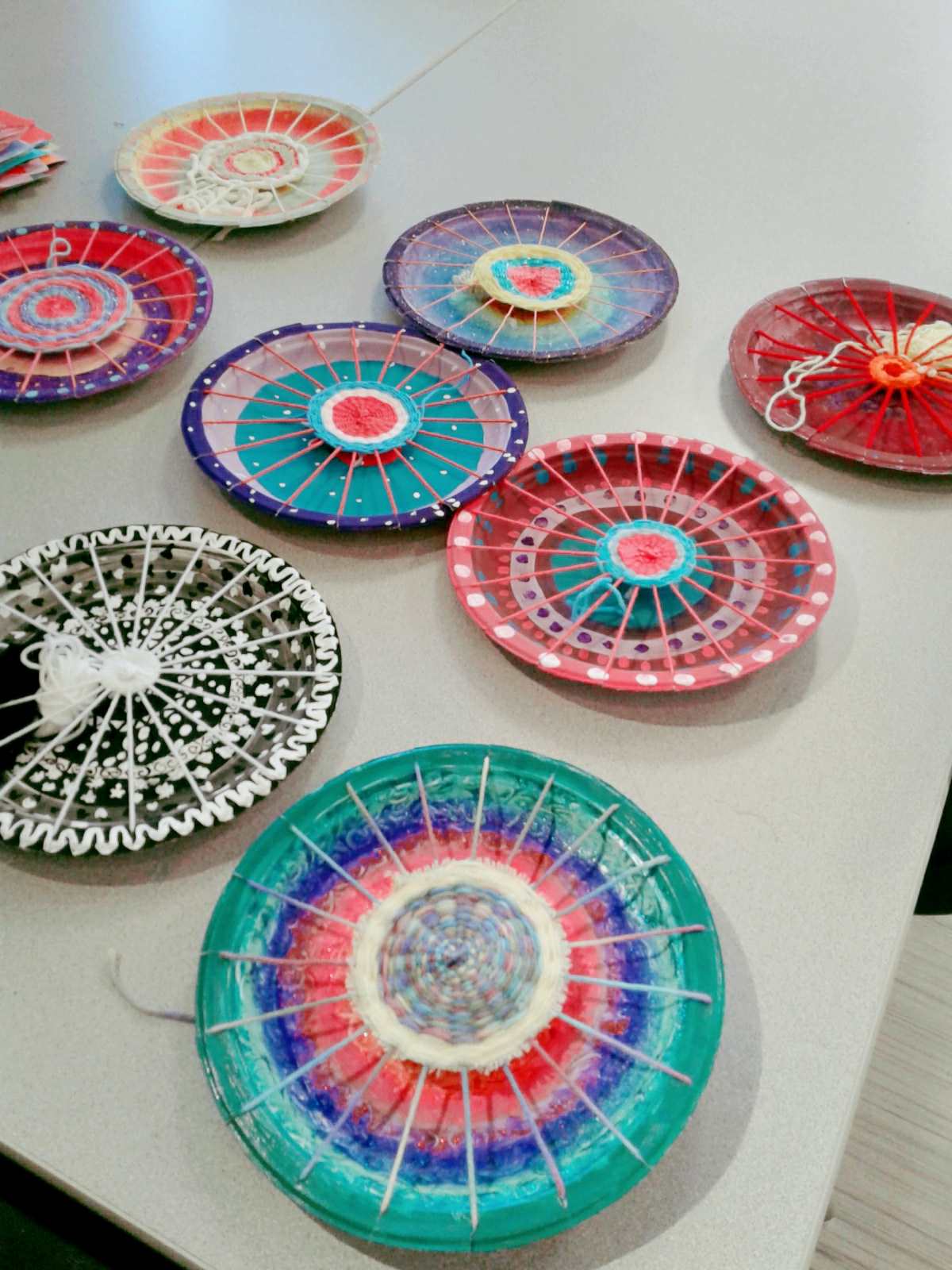 After a few years of having this project on my \u0027to teach\u0027 list I finally got around to trying paper plate weaving with my Grade 4-6 mixed class. & a faithful attempt: Painted Paper Plate Yarn Weaving