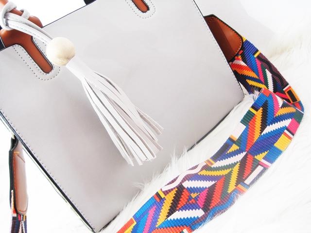 0ba0340e3c2c0 Wiosenne torebki z Zaful - szara torebka z kolorowym paskiem i kremowa  torebka z haftami