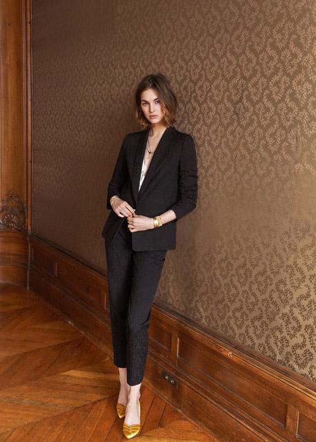 Черный костюм с укороченным приталенным жакетом