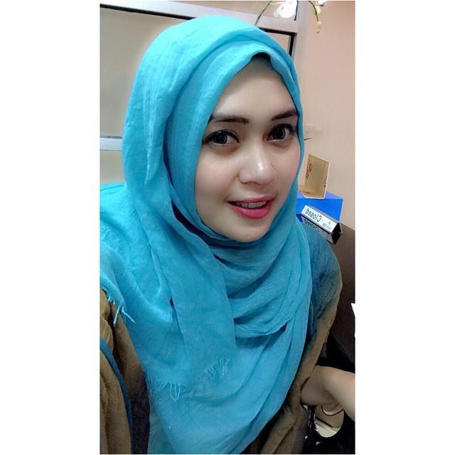 Hijab Seksi: Senyuman Manis Jilbab Cantik