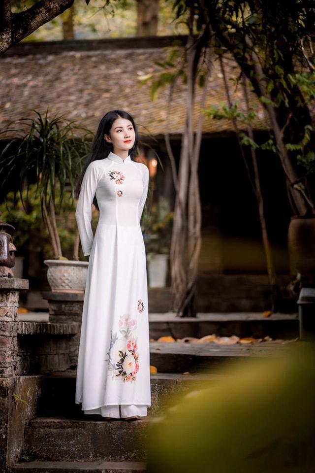 Hoa khôi ĐH Tài Nguyên Môi trường thướt tha trong tà áo dài trắng - Ảnh 4
