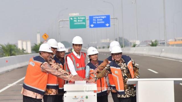 Presiden Jokowi Resmikan Tol Becak Kayu